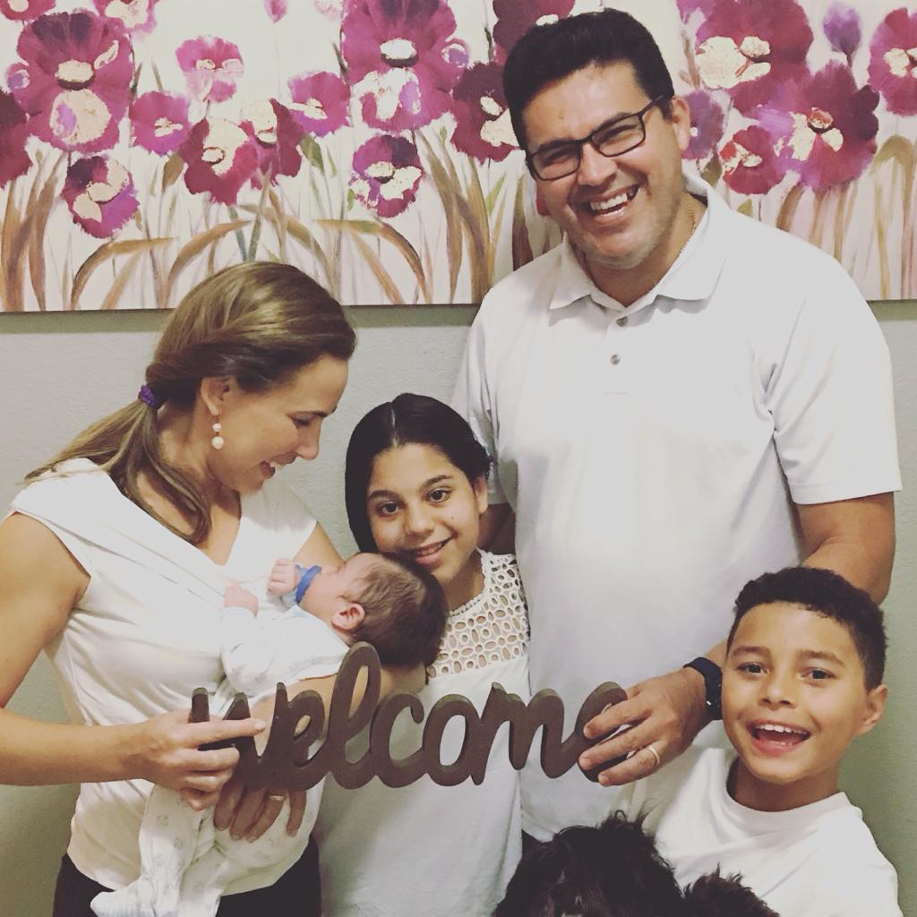 A Adoção e o Milagre de Amar Incondicionalmente Miami Moms Blog