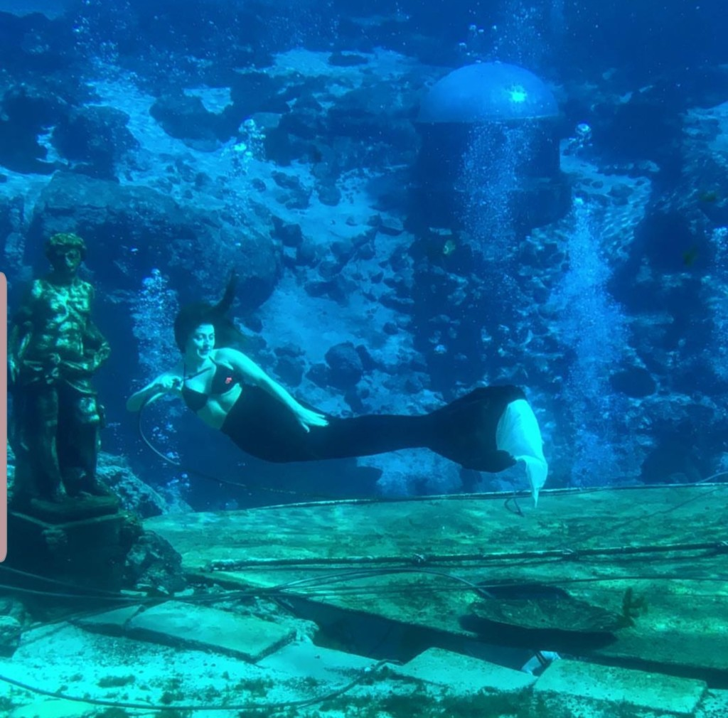 A Weeki Wachee Mermaid Ailyn Quesada Contributor Miami Moms Blog