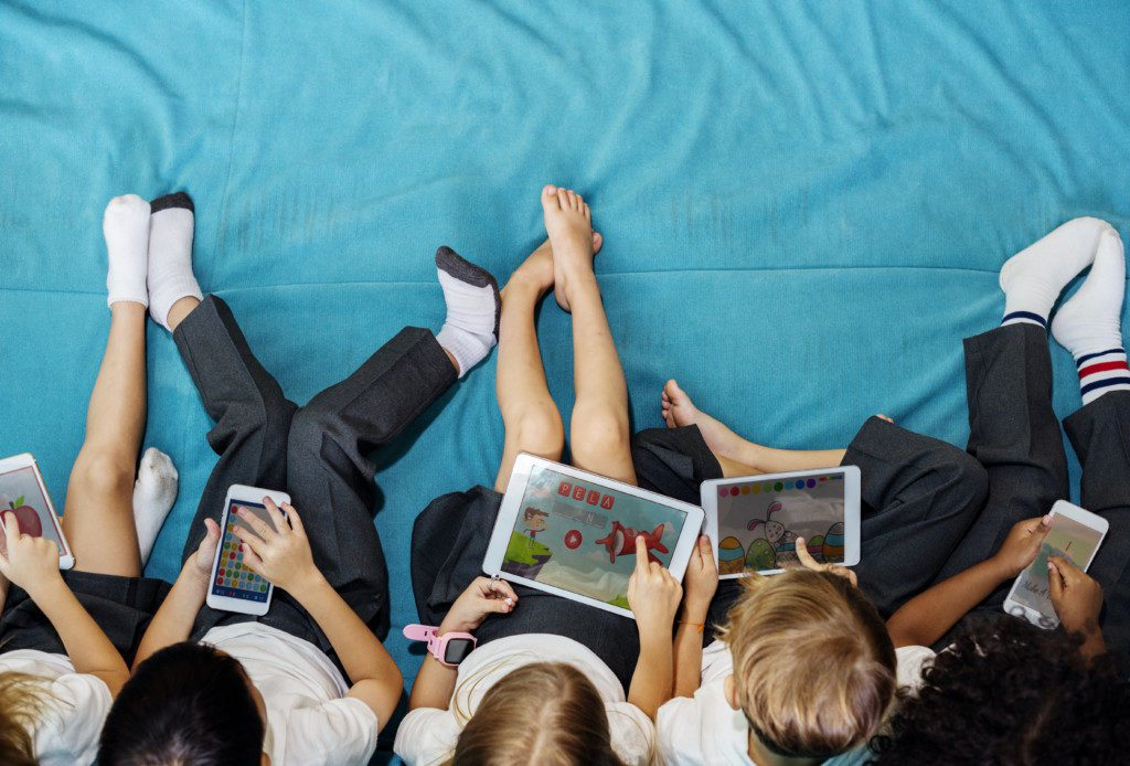 Kids Are Wired. Time to Pull the Plug on Technology? Gina Hickey Contributor Miami Moms Blog