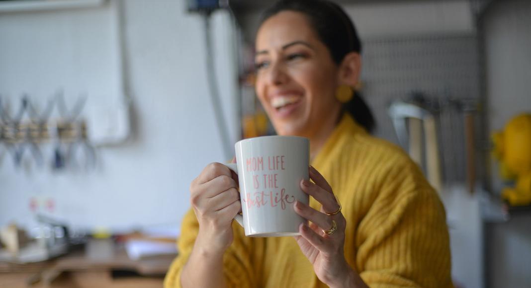 Mamá emprendedora: 3 consejos para tomarte fotos profesionales Macy Calder Contributor Miami Moms Blog