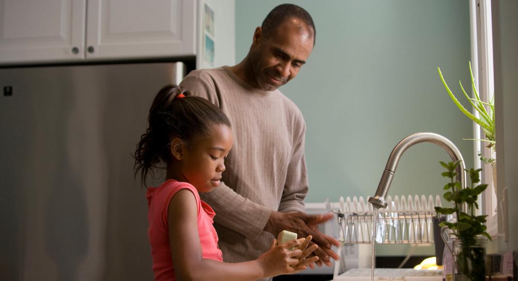 Los 7 errores más comunes del lavado de manos que pueden costar la vida de nuestros seres amados Handwashing: Seven Common Mistakes People Make Marielena Aguilar Contributor Miami Moms Blog