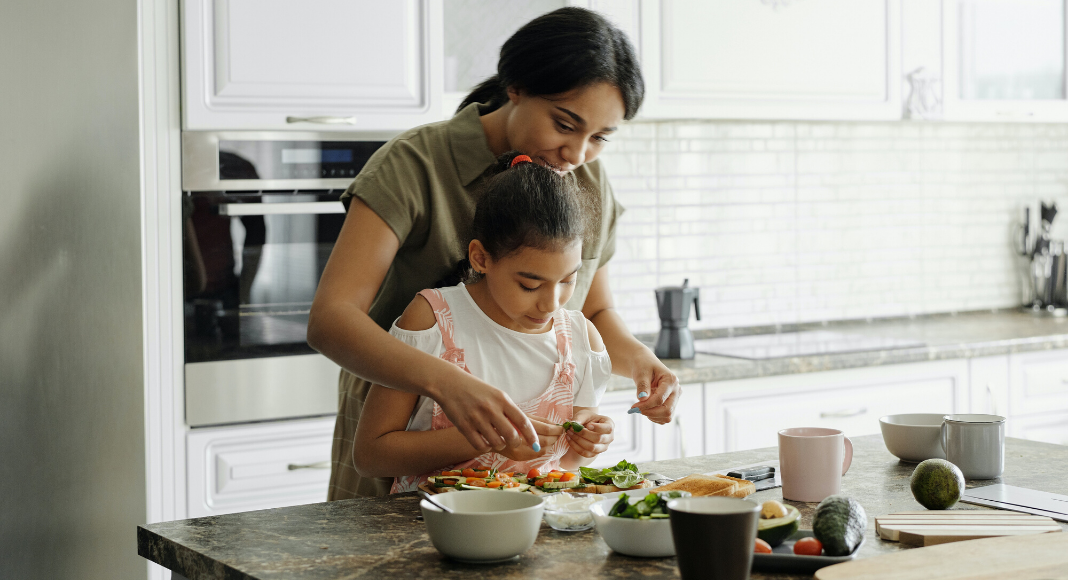 Eat more veggies! Top 5 ways to get the picky eater in your family to eat more vegetables Miami Moms Blog Zoe Costa
