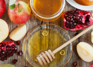 The Jewish New Year: How to Celebrate Rosh Hashanah Bella Behar Contributor Miami Mom Collective