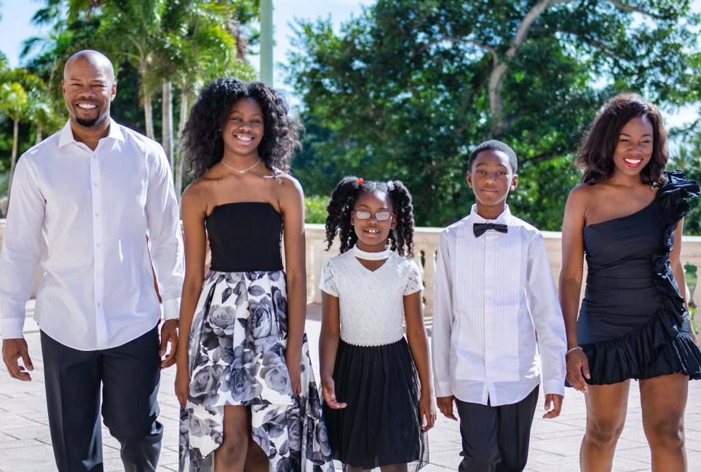 Holiday Family Photo Shoot: How to Make It a Positive Experience Sharonda Stewart Contributor Miami Mom Collective