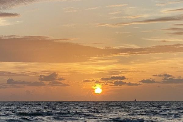 A sunset off Florida's Gulf Coast (Lorena Lougedo Contributor Miami Mom Collective)