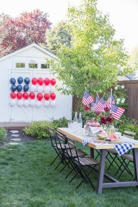 A red, white, and blue balloon flag (Summer 2021 Parties Made Easy Aymee Blanco Contributor Miami Mom Collective)